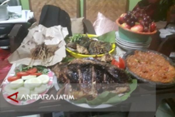 Gurihnya Ikan Kue Bakar Sambal Bawang Ala Bu Ella