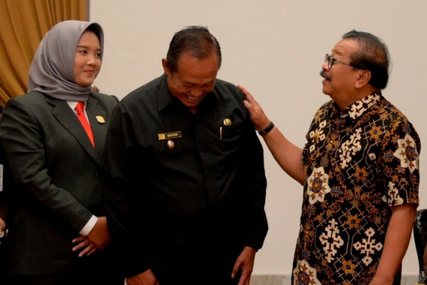 Gubernur Jatim Serahkan SPT ke Wawali Pimpin Kota Mojokerto