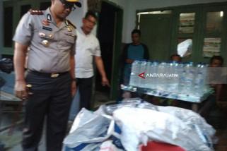 Polisi Kediri Gerebek Rumah Produksi Minuman Keras