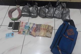 Polisi Ungkap Penjualan Bahan Petasan di Ponorogo