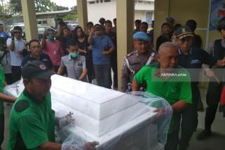 Jenazah Korban Bom di Gereja SMTB Diserahkan kepada Keluarga (Video)