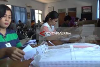 KPU Kota Madiun Lakukan Pelipatan Surat Suara Pilgub (Video)