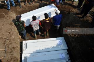 Tujuh Jenazah Pelaku Teror Dimakamkan di Sidoarjo