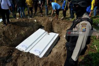 Pakde Karwo: Penolakan Pemakaman adalah Sanksi Sosial