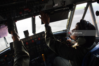 Pilot Wanita Pesud TNI AL