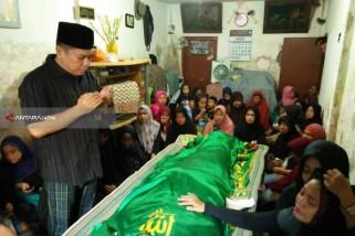 Anggota DPR RI Adies Kadir Takziah Korban Teror Bom Surabaya