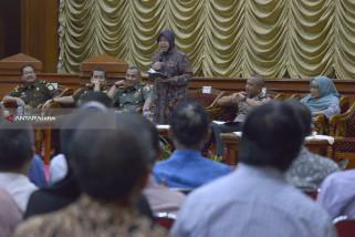 Risma Sosialisasikan Aplikasi Sipandu Pascateror Bom di Surabaya