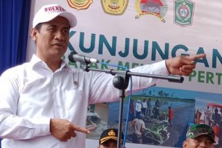 Di Lumajang, Mentan Bantu Alat Mesin Pertanian