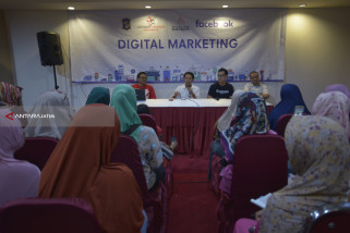 Bayu-Dennis Ajari 500 UKM Surabaya Jualan di Medsos