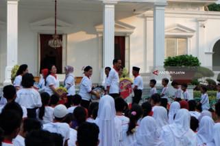 Jokowi Main Gobak Sodor Bareng Anak-Anak (Video)