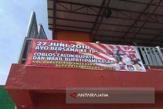 KPU Pamekasan Sosialisasi Pilkada di Laga Madura-Persebaya