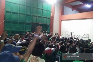 Pintu Stadion Pamekasan Jebol Saat Laga Madura-Persebaya
