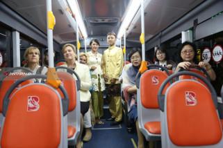 Rombongan Unicef Diajak Keliling Naik Suroboyo Bus