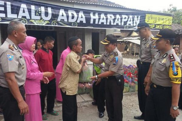 Polres-Bhayangkari Ponorogo Bantu 80 Tunagrahita