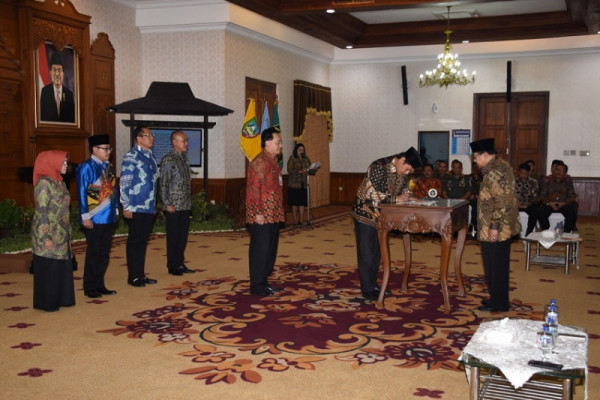 Gubernur Jatim Ingatkan untuk Menghindari Politisasi Birokrasi