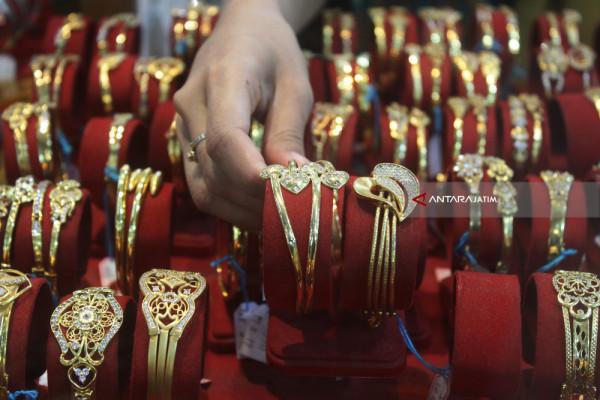 Emas Berjangka Turun Tipis
