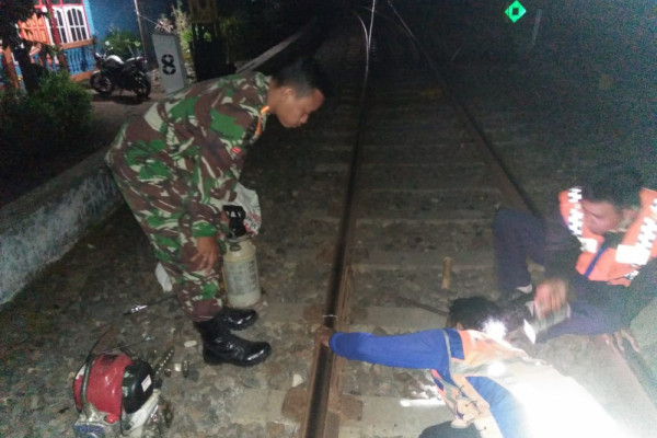 Joint Team Finds Cracks in Rails in Lumajang