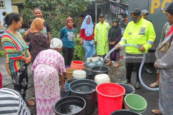 Desa Sumberarum Dapat Pasokan Air Bersih Pascabanjir Bandang Banyuwangi