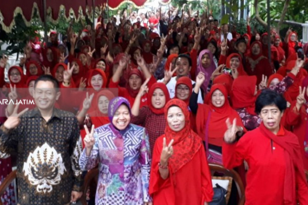 Risma Ajak Relawan Lingkungan Surabaya Pilih Gus Ipul-Puti