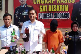 Polisi Sidoarjo Tangkap Pelaku Pencampur Minuman Kesehatan