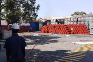 Polisi Selidiki Penyebab Kebakaran Gudang Bahan Kimia (Video)