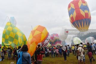 Kemenhub Edukasi Warga Lewat Festival Balon Udara di Ponorogo (Video)