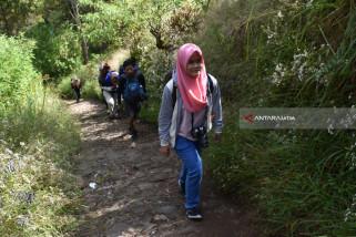 Jumlah Pendaki Gunung Lawu Mulai Normal Pasca-Ramadhan (Video)