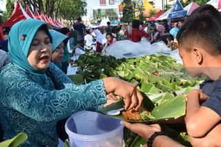 Pemkot Madiun Pecahkan Rekor MURI Nasi Pecel Pincuk Terbanyak