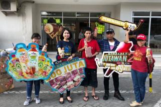 Perusahaan Minuman Thailand Beri Kejutan Warga Surabaya
