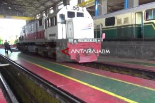 KAI Daop Madiun Siagakan 12 Lokomotif Hadapi Nataru
