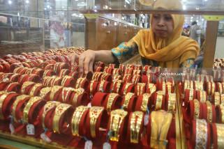 Emas Berjangka Naik ditopang Pembelian