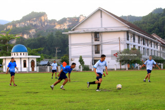 Persiapan Pertandingan Sepak Bola Satgas Rimpac