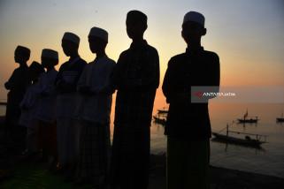 Video - Begini Shalat Id di Pesisir Surabaya
