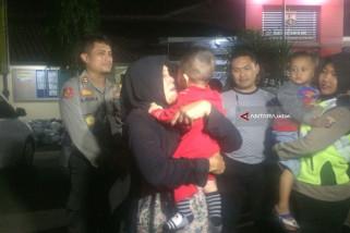 Polisi Serahkan Bayi Korban Penculikan ke Ibunya (Video)