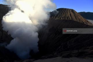 Sabana Terbakar, Jalur Gunung Bromo Lewat Malang Ditutup Sementara