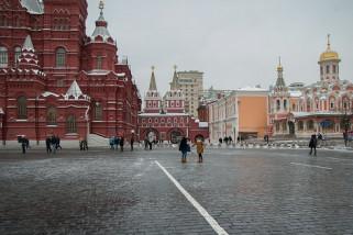 Penggemar Sepak Bola Kunjungi Lapangan Merah Moskow