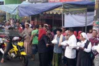Lima Pemuka Agama di Surabaya Ikut Bagi-Bagi Takjil Selama Ramadhan