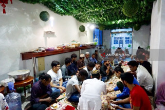 Pelajar RI di Jinzhou berbagi Makanan Berbuka