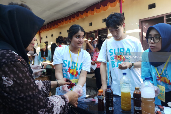 Puluhan Mahasiswa Asing Belajar Kerajinan Batik Melalui