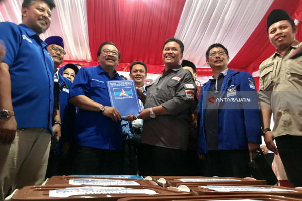 Diisukan Pindah NasDem, Pakde Karwo Tegaskan Tak Hengkang dari Demokrat