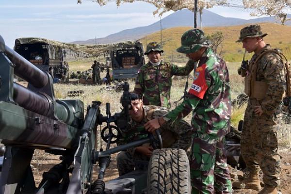 Marinir Indonesia Latihan Menembak Howitzer di Hawaii