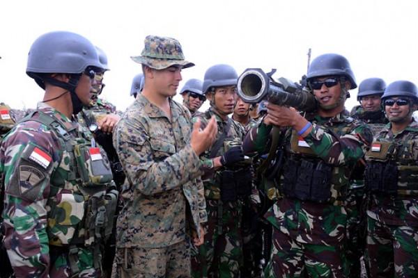 Marinir Indonesia- AS Berlatih Menembak di Hawaii
