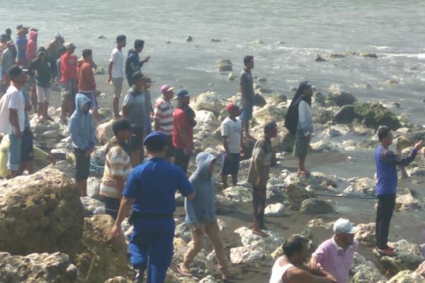 Perahu Dihantam Ombak, Lima ABK Meninggal dan Tujuh Hilang di Jember (Video)