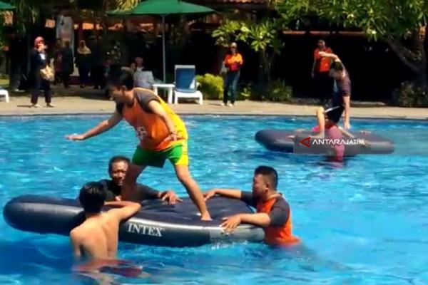 Beradu Ketangkasan di HUT ke-12 Hotel Singgasana (Video)