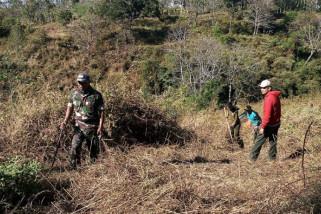 Petugas Gabungan Cegah Kebakaran Hutan di Ponorogo