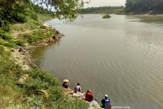 Pemancing Bengawan Solo Belum Pernah Peroleh Ikan
