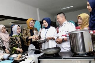 BKOW Jatim Latih Pengolahan Ikan untuk Tingkatkan Konsumsi
