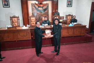 Paripurna DPRD, Bupati Tulungagung Jarianto Pamer