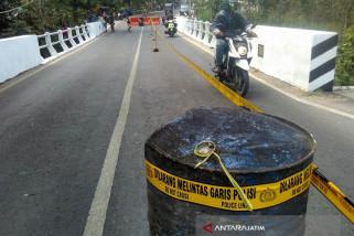 Polres Tuban Alihkan Jalur Kendaraan Bojonegoro-Jatirogo (Video)