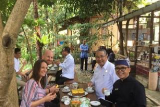 Mendes PDTT Abadikan Desa Wisata Banyuwangi dengan Vlog